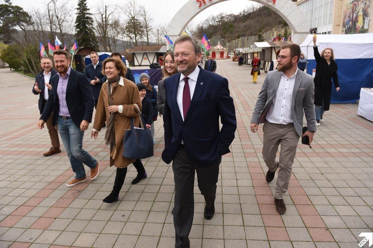 Борис Титов вместе со своими детьми проголосовал на выборах президента в Абрау-Дюрсо